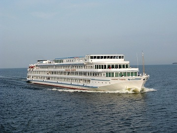 Куда впадает река Волга: где находится исток, в каком направлении течет, длина